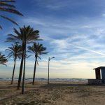 Este domingo la playa de la Patacona saca sus juegos más divertidos para respetar el medio ambiente