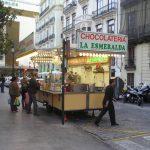 Valencia se llena de casi 140 puestos de buñuelos por toda la ciudad