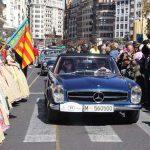 Alrededor de 30 coches antiguos participan este viernes en la Ronda Fallera de Cotxes de l'Antigor