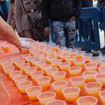 El miércoles y jueves sirven más de 8.000 consumiciones gratuitas de zumo de naranja y horchata