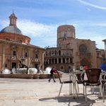¿Qué conocida plaza de Valencia se ha llamado de la Seu, de Fernando VII o de la Constitución?